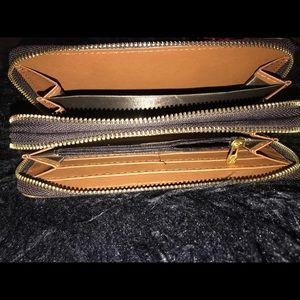 Bags - Fashion Wallet - zippy wallet